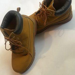 Boys size 6 boots